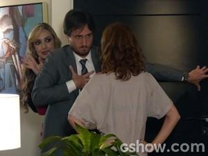 Marcelo pensa que Rose vai ajudar, mas a gata só atrapalha (Foto: Além do Horizonte/ TV Globo)