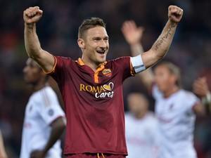 Totti comemora, Roma x Milan (Foto: AFP)