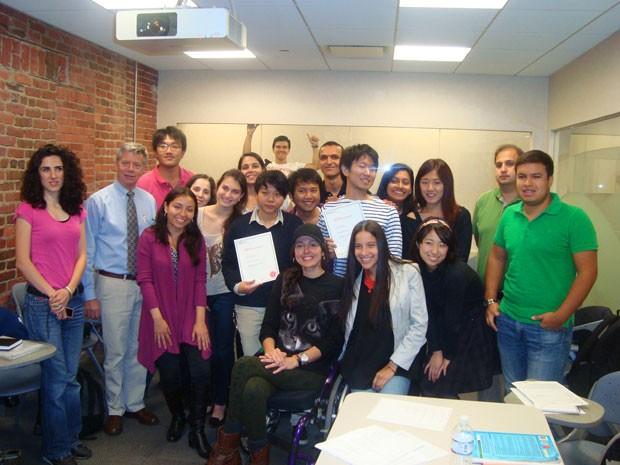 Michele com a turma da escola de inglês em Boston (Foto: Michele Simões/Arquivo pessoal)