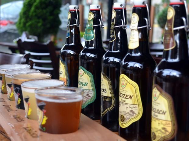 Em Monte Verde, microcervejaria desenvolveu cinco tipos de bebidas próprias (Foto: Daniela Ayres/ G1)