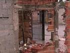 Moradores vivem entre escombros enquanto esperam ponte nova em SP