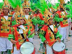 Crianças acima de 7 anos podem desfilar no Sambão do Povo portando crachás ou pulseiras (Foto: Sérgio Cardoso/ PMV)