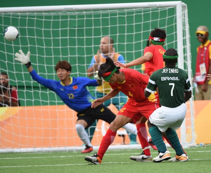 Brasil x China futebol 5 Jefinho Paralimpíada Rio 2016 (Foto: André Durão)
