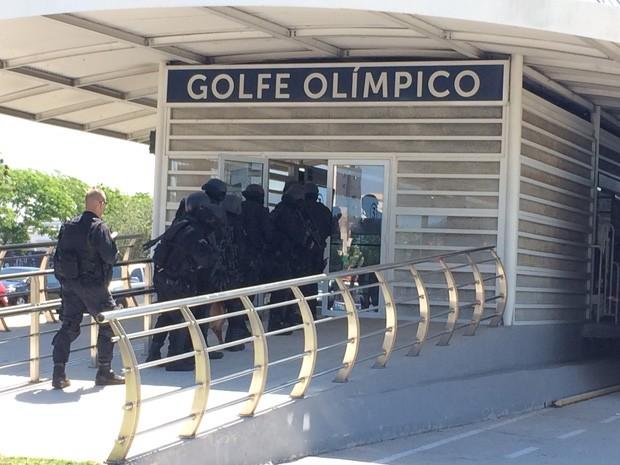 Cerca de 60 agentes de quatro unidades da Polícia Militar participaram da simulação. (Foto: Guilherme Brito/ G1)