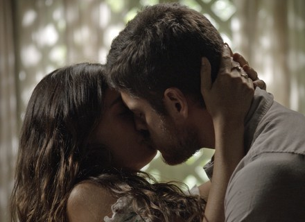 Ritinha beija Zeca e faz pedido