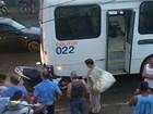 Acidente entre moto e ônibus deixa motociclista ferido em Paraty, RJ