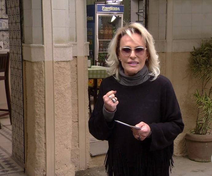 Ana Maria visita cidade cenográfica de 'Haja Coração' (Foto: TV Globo)