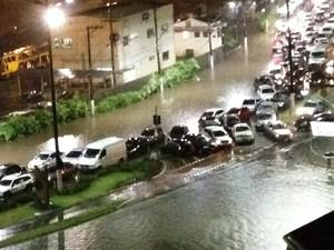 Motoristas não conseguiram passar pela Avenida Martins Fontes (Foto: Indira Rodrigues/Arquivo Pessoal)
