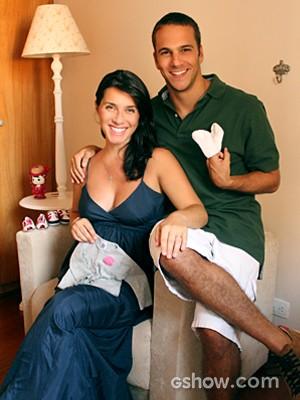 Elam Lima e a esposa mostram que já está tudo pronta para a chegada da princesa (Foto: Arquivo Pessoal)