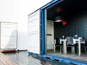 Sleeping Around, hotel pop up construído dentro de contêineres na Bélgica (Foto: Reprodução/Sleeping Around)