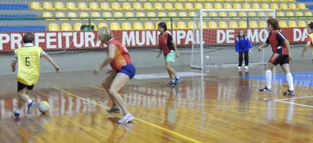 Futsal da terceira idade mogi das cruzes (Foto: Thiago Fidelix)
