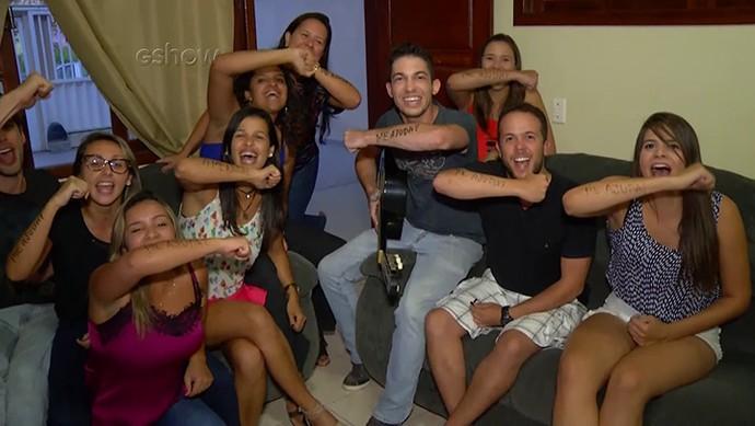 Amigos de Matheus revelam a cantada que brother usa nas baladas (Foto: Gshow)