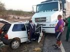 Batida entre carro e caminhão mata idoso de 83 anos e bisneto de 8 meses