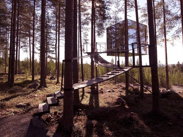 O 'Treehotel', na Sucia, substituiu os quartos por casas na rvore (Foto: Treehotel/Divulgao)