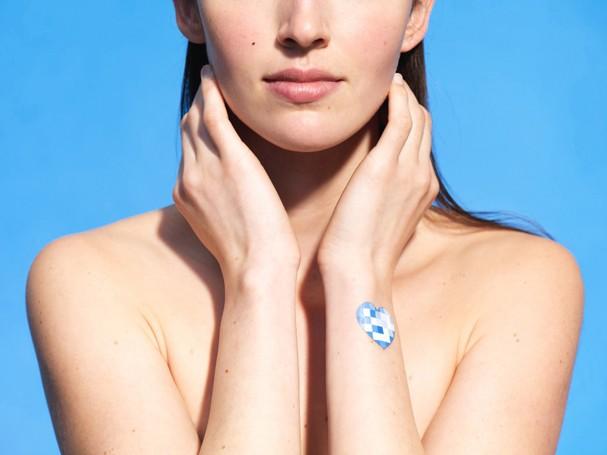 Adesivo detecta nível de exposição da pele aos raios solares (Foto: Divulgação)