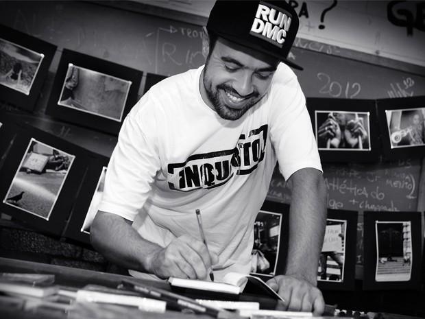 Renan Inquérito é um dos idealizadores da 'Parada Poética' (Foto: Mônica Ogaya/ Arquivo Pessoal)