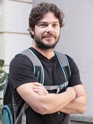 Erik Marmo assiste às gravações de Gabriela (Foto: Gabriela / TV Globo)