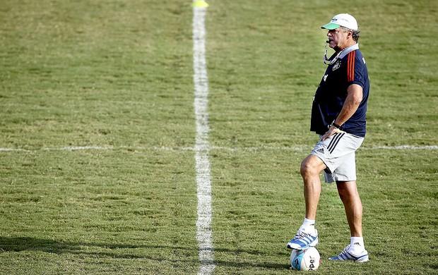 Abel Braga no treino do Fluminense (Foto: Alexandre Cassiano / Ag. O Globo)