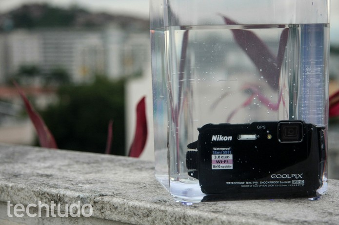 A Coolpix AW110 é a câmera para aventureiros da Nikon (Foto: Luciana Maline/TechTudo)