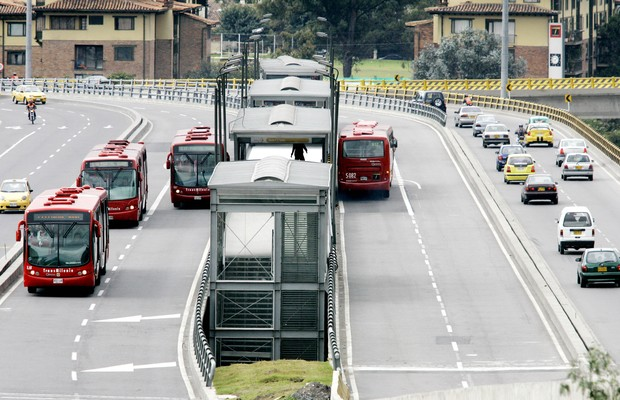 MENOS FILAS: O TransMilenio de Bogotá, cidade que conseguiu diminuir em 30% os engarrafamentos (Foto: Divulgação)