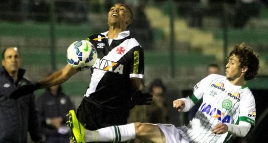 no sufoco (Paulo Fernandes/Vasco.com.br.)
