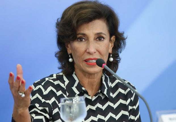 A presidente do BNDES, Maria Silvia Bastos Marques, conversa com jornalistas (Foto: Elza Fiuza/Agência Brasil)