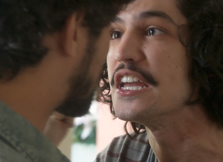Gustavo briga por Rimena e dá soco em Renato