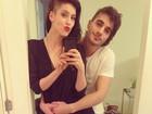 Casal posa com cabeças raspadas e Sophia se declara para Fiuk: 'Te amo'