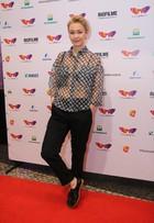 Julia Lemmertz participa de tapete vermelho do filme 'Pequeno Segredo'