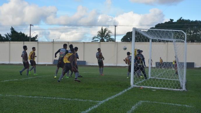 Genus fortalece o ataque para segunda fase do estadual  (Foto: Lívia Costa)