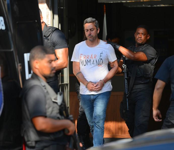 Romero é levado por policiais (Foto: Pedro Carrilho/ Gshow)