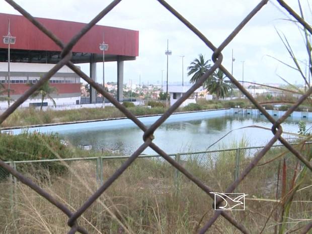 Complexo Esportivo do Castelinho está praticamente abandonado (Foto: Reprodução/TV Mirante)