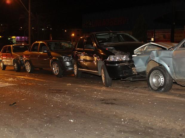 Suspeito de embriaguez é detido após causar engavetamento em São Carlos (Foto: Maurício Duch/ Arquivo Pessoal)