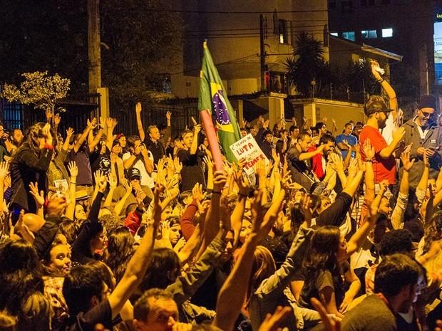 Manifestantes da ocupação fizeram ato 'Fora Temer' no domingo (15) (Foto: Júlio Garrido / Arquivo Pessoal)