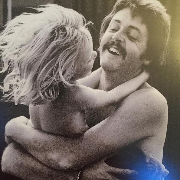 Stella McCartney e seu pai, Paul McCartney (Foto: Instagram/Reprodução)