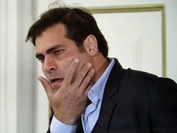 Laura tira satisfação com Marcos e dá um tapa na cara dele (Foto: TV Globo)