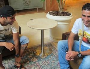 Ibson com Jorge Luiz, novos reforços do flamengo (Foto: Janir Junior / globoesporte.com)