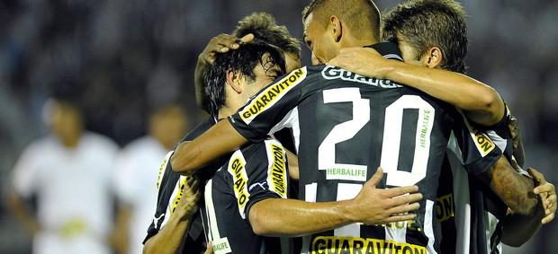 jogadores gol Botafogo (Foto: AGIF)