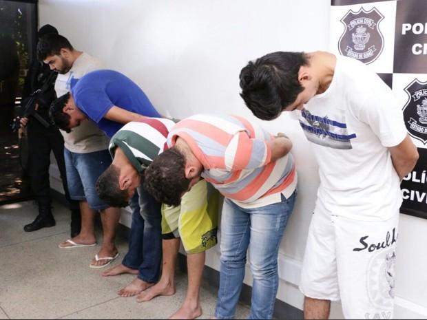Cinco homens são presos ao transportar drogas do Paraguai a Goiás (Foto: André Saddi/ SSAP)