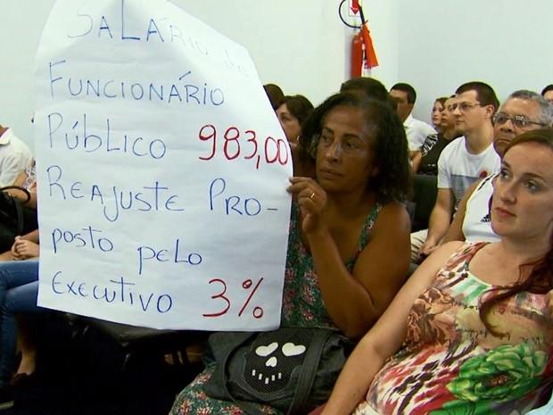 Moradores questionaram o reajuste do salário dos vereadores em Itajubá (MG) (Foto: Reprodução EPTV)