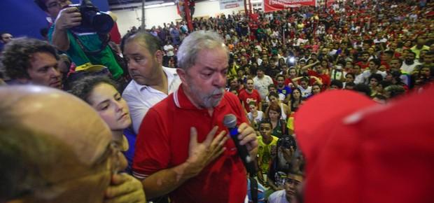 Lula discursa no Sindicato dos Bancários de São Paulo nesta sexta-feira (4) à noite (Foto: Rogério Cassimiro / ÉPOCA)