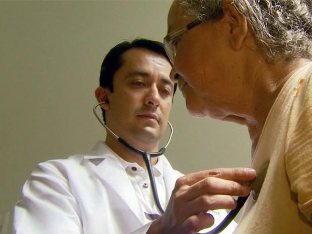 Profissionais do 'Mais Médicos' iniciam trabalhos nos PSFs em Passos, MG (Foto: Reprodução EPTV / Luciano Tolentino)