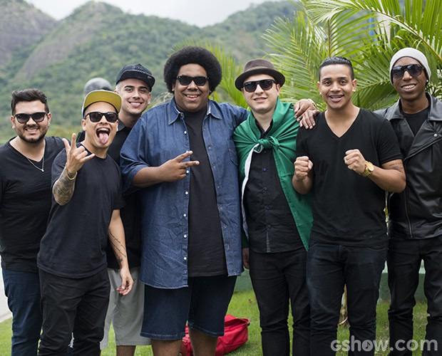 Grupo do Bola externa (Foto: Camila Serejo / TV Globo)