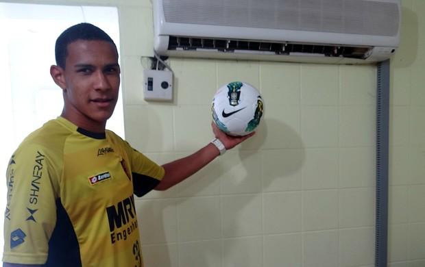 Oswaldo sport (Foto: Elton de Castro / GloboEsporte.com)