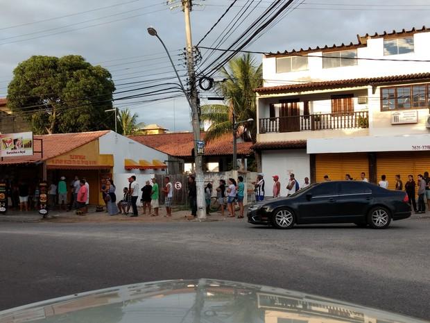 120 pessoas já estavam na fila às 6h (Foto: Paulo Henrique Cardoso/G1)
