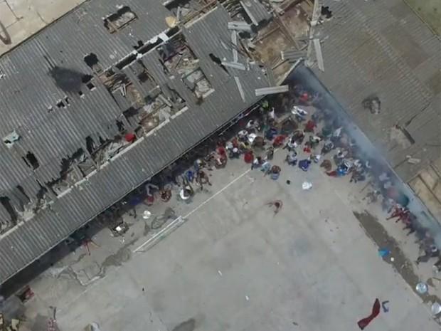 Estragos na estrutura do presído (Foto: Reprodução/RBS TV)