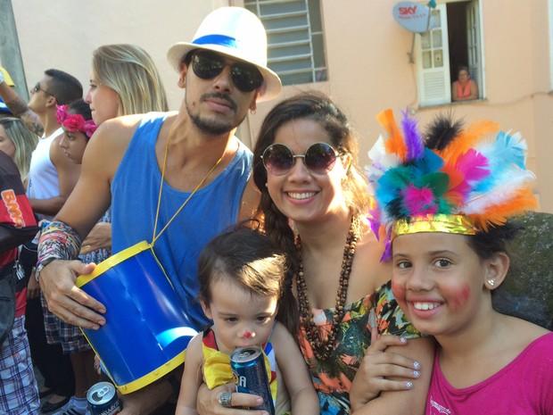 Família no Carmelitas (Foto: Alessandro Ferreira/G1)