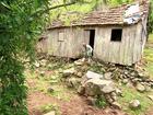 Idoso de 80 anos vive isolado em casa em fenda de cânion no RS