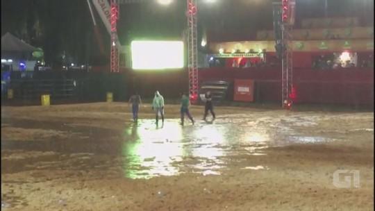Temporal alaga arena do Ribeirão Rodeo Music, causa cancelamento de provas, mas não abala show de Matogrosso & Mathias