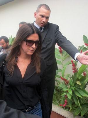 Malu Mader chega para o velório de Marcos Paulo no Rio (Foto: Renata Soares/G1)